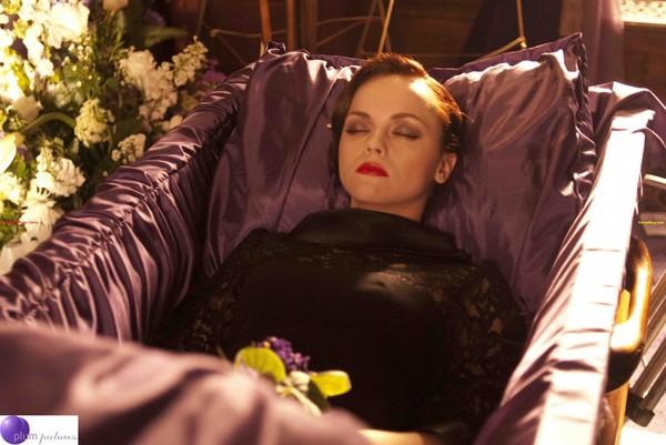 Как защититься беременной на похоронах 80